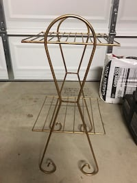 Gold 2 tier metal table. Very nice condition Fairfield, 94534