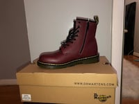 unpaired red leather work boots in box Clinton, 20735