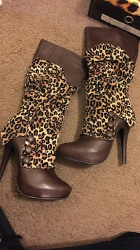 pair of women's brown-and-black leopard print leather platform high-heeled wide-calf boots Madera, 93638