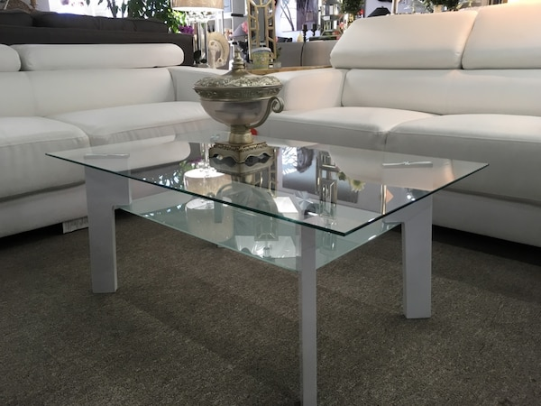 Coffee table, glass top fa5a9089-4ddc-430c-bcce-58f451a31cd3