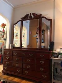 Beautiful Wooden Dresser and Mirror Set Martinsburg, 25404