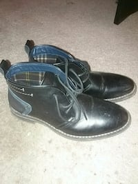 pair of black leather dress shoes 38 km