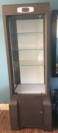 Oakley display cabinet with locks and 3 adjustable shelves, mirror in one side, light in top Maple Ridge