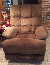 Brown Fabric Recliner - Used  Cookeville, 38501