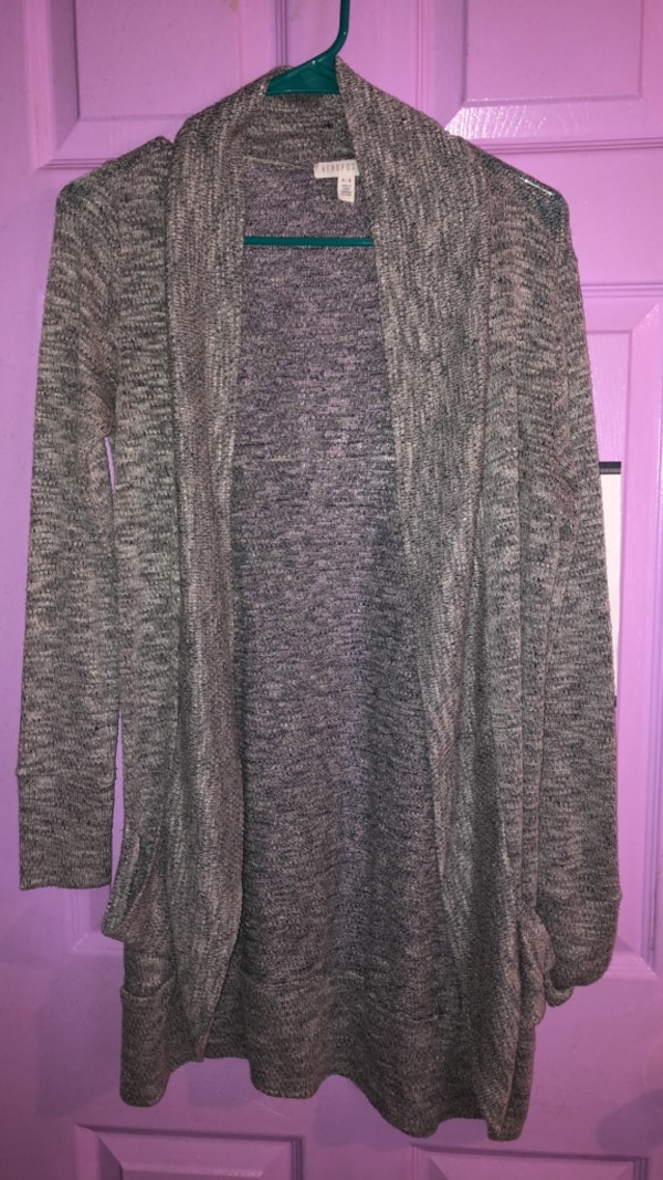 Gray and black long sleeve cardigan 58304f63-0d1d-49a2-bff4-d02aee7f70df