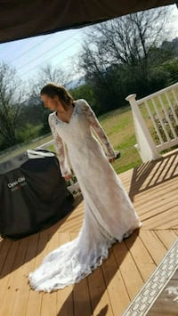 Beautiful Michelangelo wedding dress Ringgold, 30736