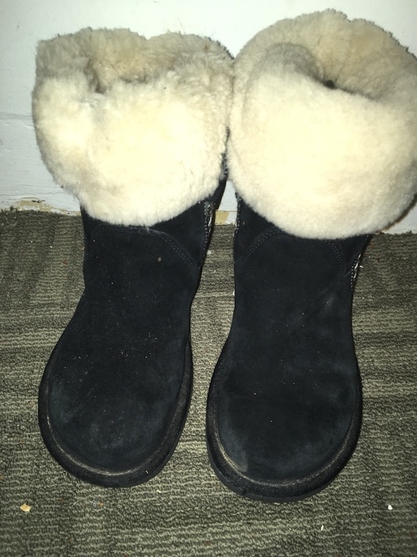 Pair of black-and-white sheepskin boots 2