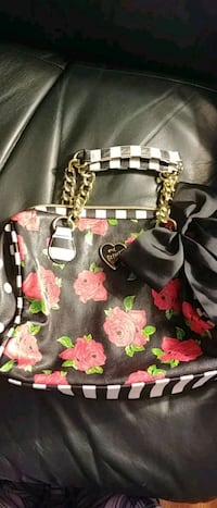 Mini Betsey Johnson purse  Sarnia, N7T 7H1