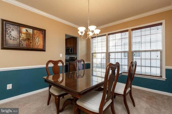 Haverty's Dining Table Set
