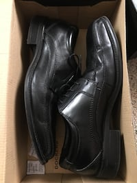 pair of black Dockers leather dress shoes with box