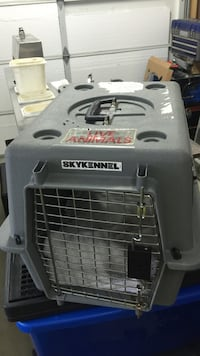 Grey skyennel pet carrier Duncan, V9L 4G5