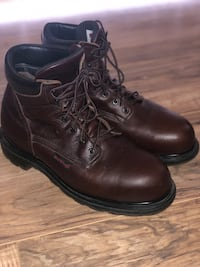 Authentic Red Wings size 9 1/-2