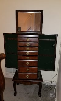 Free-standing Jewelry Case (Hawthorne, NY)
