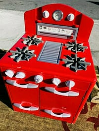 CHILDRENS RED STOVE, FIRM PRICE MUST PICK UP ASAP Las Vegas, 89121
