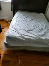 Full size bed mattress and Box with cover in great condition