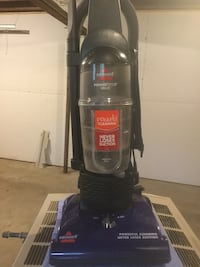 Bissell upright Vacuum Barry, 49046