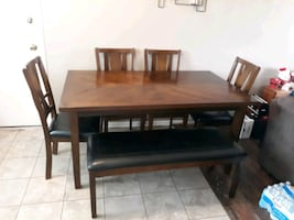 Mathis Brothers DiningRoom Table