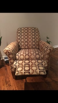 2 excellent condition lazy boy recliner chairs Markham, L3T 1B3