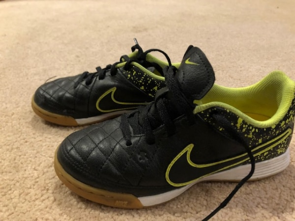 Nike Indoor Soccer Shoes, Boys Size 13.5