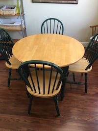 Kitchen Table (round with folding sides) Mississauga, L5N 1K3