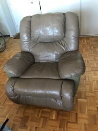Brown leather recliner sofa chair Toronto, M9A 4X8