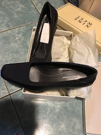 Pair of black leather flats Everett, 02149