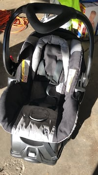 baby's black and gray car seat carrier Aurora, 80017