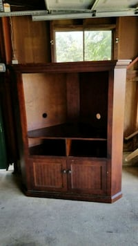 Brown Wooden TV Stand with cabinets Camp Hill, 17011