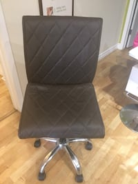 Brown leather rolling chair Kitchener, N2M 1P2