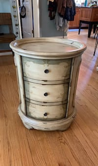 Accent Table/Side Table