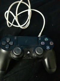 Ps4 controller with charger  Toronto, M4J 2P4