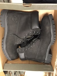Pair of black timberland work boots in box Vancouver, V6G 0A3