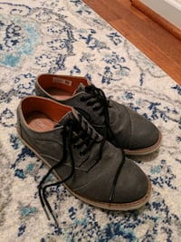 Toms Youth Oxfords  Size 5 12 km