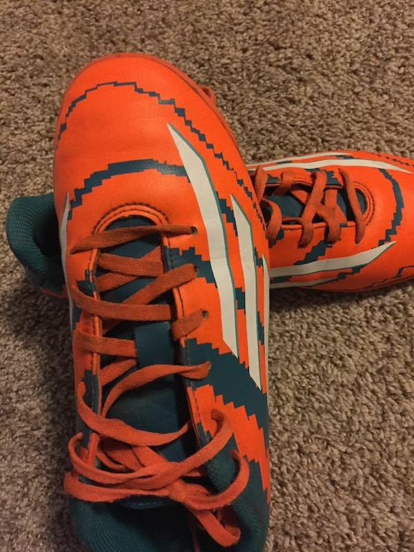 d3b272c18 Used Adidas indoor soccer shoes no cleats Size 7 for sale in Edmonton -  letgo