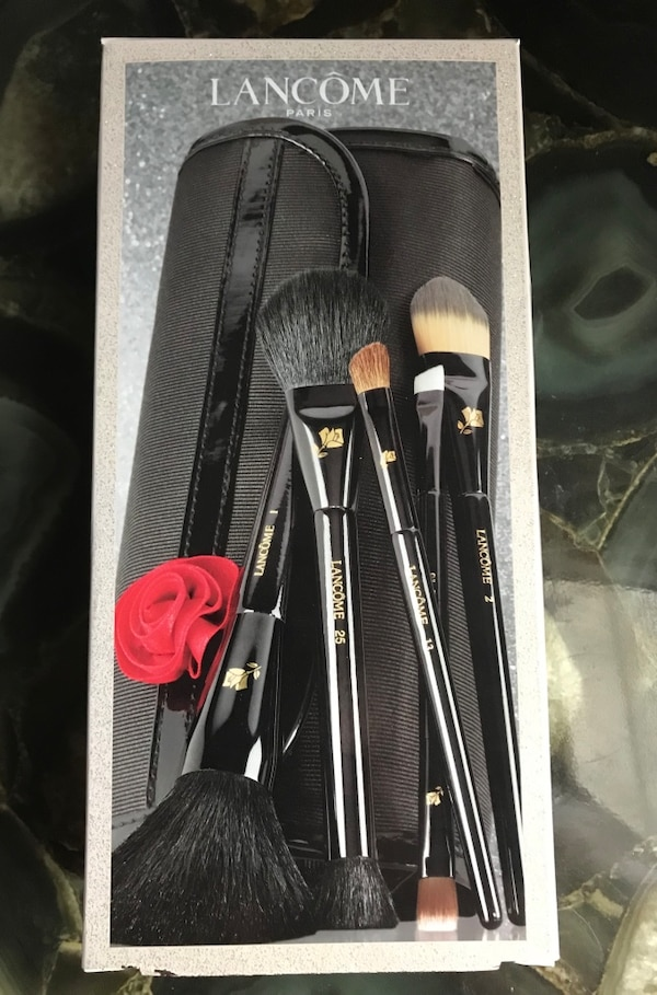Pending Sale: New Lancôme makeup brushes