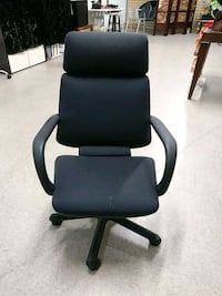 black and gray rolling armchair