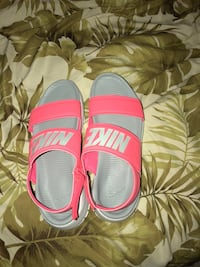Brand new nike sandals  Pascagoula, 39567