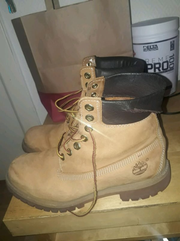 TIMBERLAND BOOTS 6INCHES size 43 82bc532f-b86e-46df-bd13-e5391d44b5d8