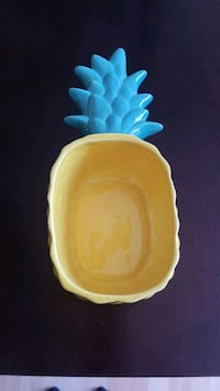 yellow and blue ceramic bowl Newark, 94560