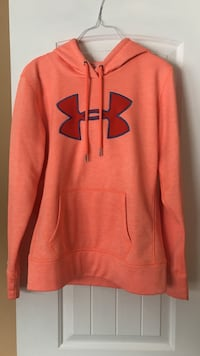 UA SWEATER SIZE SMALL Beckwith, K7C