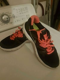 pair of black-and-red Nike running shoes 794 km