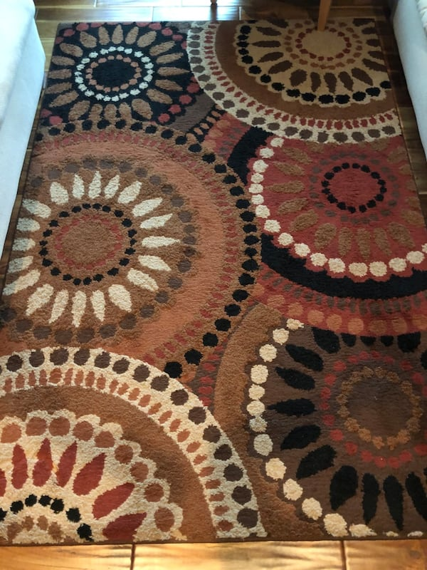 Beautiful, Like New, Multi-Color Area Rug.  a617a765-a5f7-46cc-af5f-a6436486f030