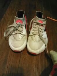 pair of white-and-red Nike Huarache Augusta, 30904