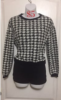 Black & White Checkered Long Sleeve: Size Small 539 km