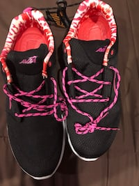 New Avia shoes size 10 Adams, 37010