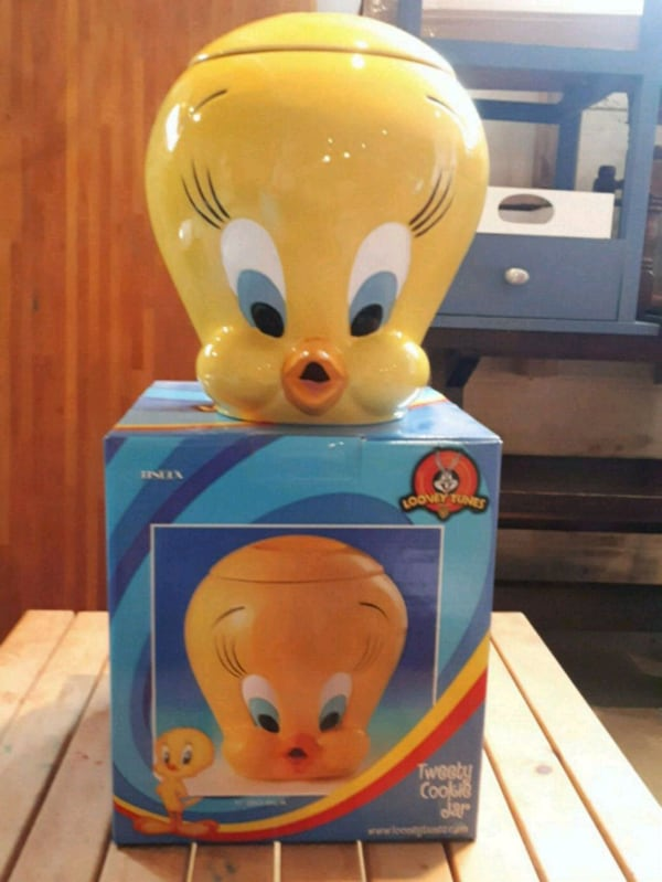 Tweety Bird Cookie Jar  872d66b8-023e-4128-92ef-f4059abbd9a7