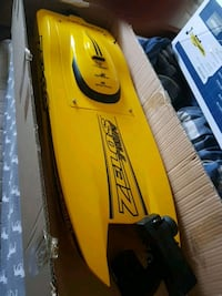 yellow Zelos outboard motor with box Mississauga, L5H 4L6