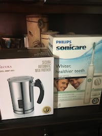 white Philips Sonicare automatic toothbrush box null, L2G 6X6