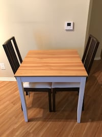 Dining table with 2 chairs Los Angeles, 90024