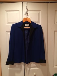 Women's blue and black dress shirt size 4-6. Des Plaines, 60016